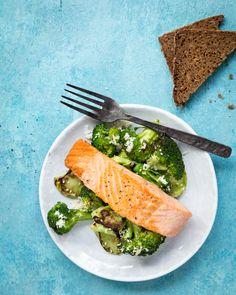 Cooked salmon and broccoli. http://www.jotainmaukasta.fi/2016/12/26/sadonkorjuun-vuosi/