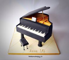 Grand piano cake by Elaine Boyle....bakemehappy.ie
