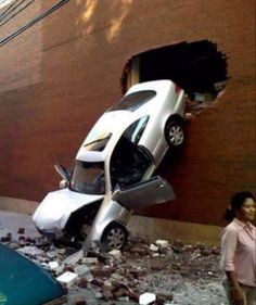 10 Funny Pics of People Having The Worst Day Funny Accidents, New Funny Videos, Humor Videos, Worst Day, Dashcam, Having A Bad Day, Viera, Car Insurance, Autos