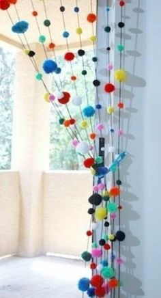 DIY Home: ideas de cortinas con lana Pom Pom Crafts, Yarn Crafts, Diy And Crafts, Crafts For Kids, Arts And Crafts, Pom Pom Rug, Pom Poms, Pom Pom Curtains, Boho Curtains