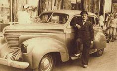 لقطه تذكارية لسائق بجوار سيارته - تصوير  استديو كورسال القاهره عام 1942 Old Egypt, Cairo Egypt, L Miss You, Visit Egypt, Alexandria, Love Art, Egyptian, Antique Cars, The Past