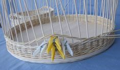 Braided instructions for rattan baskets Korb Ideen Willow Weaving, Basket Weaving, Rattan Basket, Wicker, Braids With Weave, Basket Decoration, Diy Box, Decorating Blogs, Hanging Chair