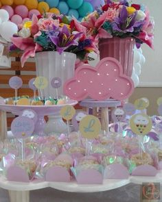 Casar É… » Arquivos » Decoração Chá de Bebê com o Tema Chuva de Amor: 50 Ideias para Inspirar Rainbow Birthday Party, 2nd Birthday Parties, Birthday Party Decorations, Bday Girl, Unicorn Party, Holidays And Events, Baby Boy Shower, Party Time, First Birthdays