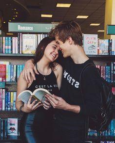 """208.9 mil Me gusta, 1,823 comentarios - Alex Lange (@alexlange) en Instagram: """"don't mind us.. just reading some books n stuff"""""""