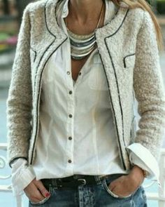 Oh, how I covet the classic tweed Chanel jacket! not too keen on that necklace, though! Style Désinvolte Chic, Mode Style, Style Me, Classic Style, Simple Style, Mode Outfits, Casual Outfits, Blazer Outfits, Casual Blazer