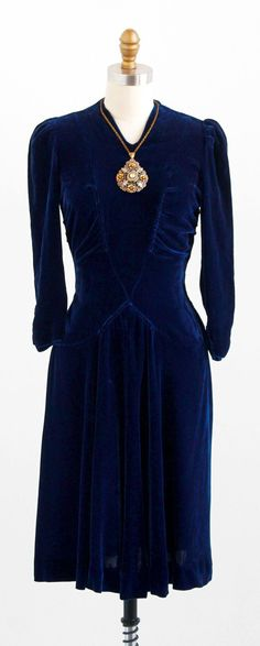 vintage 1930s blue silk velvet dress with attached art deco medallion necklace | http://www.rococovintage.com