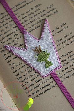 Easy Cross Stitch Patterns, Simple Cross Stitch, Knickerbocker Glory, Cross Stitch Needles, Le Point, Book Lovers, Bookmarks, Needlepoint, Crochet Bikini