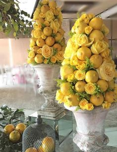 Topiary glorious floral topiaries in garden urns Rose Centerpieces, Wedding Table Centerpieces, Deco Floral, Floral Design, Fruit Decorations, Diy Bouquet, Yellow Roses, Orange Yellow, Orange Fruit