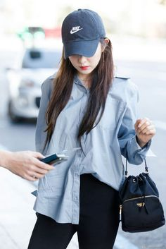 Irene-Redvelvet 180825 Gimpo Airport to Japan Blackpink Fashion, Korean Fashion, Winter Fashion, Fashion Outfits, Fashion Spring, Airport Fashion Kpop, Irene Red Velvet, Rapper, Red Valvet