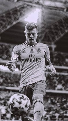 Real Madrid Players, Real Madrid Football, Soccer Backgrounds, Real Madrid Wallpapers, Soccer Fifa, Toni Kroos, European Soccer, Sports Celebrities, Sports Images