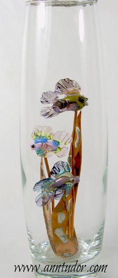 This little aquarium is filled with three miniaturehandmade lampwork fish swimming in glass kelp.