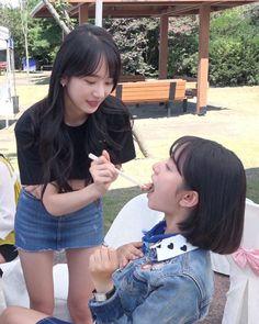 Seola and Bona Yuehua Entertainment, Starship Entertainment, Wjsn Luda, Couple Moments, Cosmic Girls, Girls In Love, Asian Woman, Girl Group, Idol