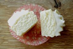 Perfect Vanilla Cupcakes ~ Living on Cookies
