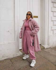 Bild in A. Kleidersammlung durch Kally auf We Heart It - Kleidung Pink Outfits, Mode Outfits, Cute Casual Outfits, Casual Ootd, Winter Fashion Outfits, Look Fashion, Autumn Winter Fashion, 90s Fashion, Petite Fashion