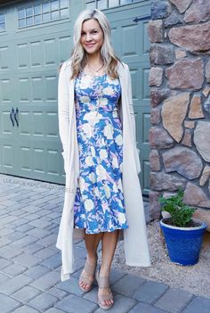 LuLaRoe Nicole dress with a Sarah cardigan. Click to shop LuLaRoe and for more styling ideas and giveaways.