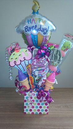 Candy bouquet Birthday Bouquet, Diy Birthday, Birthday Gifts, Birthday Parties, Birthday Basket, Birthday Ideas, Homemade Gifts, Diy Gifts, Candy Boquets