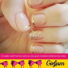 Si sueles vestir formal, pinta tus uñas sencillas y elegantes.