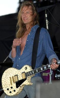 Jerry Cantrell's burnt white Custom. Still my favorite guitar ever. Not a bad western shirt, either.