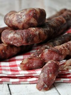 Myslíme si, že by sa vám mohli páčiť tieto piny - Quick Recipes, Quick Easy Meals, Cookbook Recipes, Cooking Recipes, Home Made Sausage, Homemade Sausage Recipes, Meat Sandwich, Kielbasa, Meat And Cheese