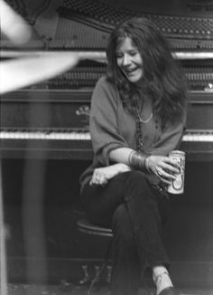 Janis Joplin happily drinking colt 45 in a tall boy can. Those were the days. Acid Rock, Music Is Life, My Music, Rock And Roll, Big Brother, Jim Morrison, Music Icon, Female Singers, Jimi Hendrix