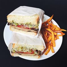 Roasted Portabella Mushroom Sandwiches | Oven roasted portabella topped with veggies and pesto, Yummy!