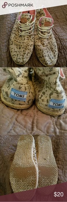 Toms Desert Leopard Botas :::RE-POSH:::Toms Desert Botas Snow Leopard Print Womens Shoes in size 9.5 IN GOOD CONDITION, fit me a bit snug so are up for grabs! Make an offer! TOMS Shoes