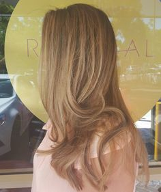 Creating natural looking colour work is always a good challenge. 2 toned root stretching, free hand lowlighting and babylights. Finished off with a fresh cut & blow wave  #hairbygemmabandiera #theradicalhairdesign #sydneyhairsalons #colourmelt #wellafamily #seamlesscolour #balayage #freehandblend #rootstretch #blondecorrection #sydneysbestcolourists #hairoftheday #sydney #blondes #blondelife #naturalblondes #hairinspo