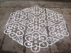 Rangoli designs/Kolam: S. Indian Rangoli Designs, Rangoli Designs Flower, Rangoli Border Designs, Small Rangoli Design, Rangoli Designs With Dots, Rangoli Designs Images, Flower Rangoli, Beautiful Rangoli Designs, Simple Rangoli With Dots