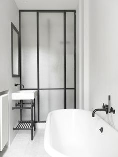 Stylish sturdy black bathroom taps | modern bathroom inspiration bycocoon.com | stainless steel | bathroom design and renovation | minimalist design products for your bathroom and kitchen | freestanding bathtubs | villa and hotel projects | Dutch Designer Brand COCOON
