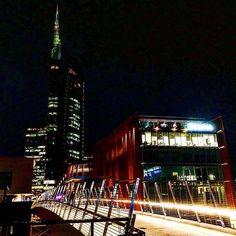 Milan by night  #milanodavedere Foto di  : @piernicotra Milano da Vedere