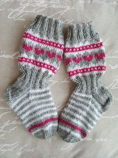 Pienen tytön sydänsukat, jonsukat Wool Socks, Knitting Socks, Knitting For Kids, Baby Knitting, Sock Toys, Knitting Videos, Drops Design, Handicraft, Arm Warmers
