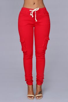 This pair of figure hugging cargo pants gives a sexy urban twist to the usual baggy combat trousers that we're used to seeing. Red Fashion, Daily Fashion, Everyday Fashion, Fashion Outfits, Skinny Cargo Pants, Lounge Outfit, Fashion Nova Pants, Camouflage Pants, Red Jumpsuit