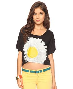 Oversized daisy tee on sale for $8 @forever21 is an easy to pack and easy to rock tee. Wear over a tank maxi dress, with your colored skinnies(as shown) or with jeans. #style #fashion #coachellastyle