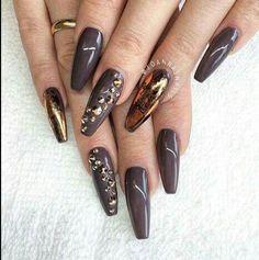 Brown and gold nailz