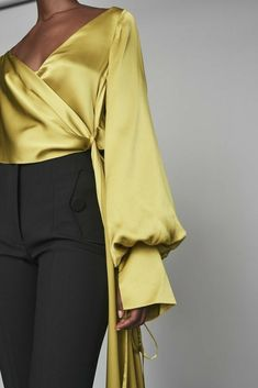 Discover the full Solace London collection of tops and separates with brand exclusives online now. Shop bodysuits, blouses and knitted tops with UK next day or express global shipping. Classy Outfits, Fall Outfits, Vintage Outfits, Mode Ootd, Party Mode, Looks Style, Blouse Styles, Mode Style, Capsule Wardrobe