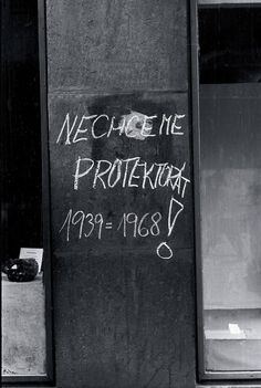 """We don't want Protectorate 1939=1968!"" August 21, 1968. Brno, Czechoslovakia.  For a minute, I thought this was Ukraine, 2014."