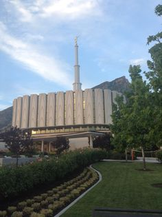Provo Utah LDS Temple <3 Temple Pictures, Lds Church, Lds Temples, Lds Quotes, Latter Day Saints, Heaven On Earth, Beautiful Buildings, Cn Tower, Jesus Christ