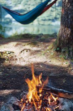 camp fire and a hammock... Vakna i hängmattan, sov fritt med himlen som taket...