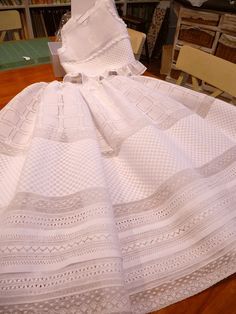 this would be so beautiful as a christening gown Sewing Lace, Baby Sewing, Vintage Sewing, Sewing Coat, Dress Sewing, Christening Gowns Girls, Baptism Gown, Smocked Baby Dresses, Blessing Dress