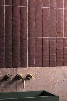 Tips And Ideas For Your Rustic Bathroom Project Decoration Inspiration, Bathroom Inspiration, Interior Inspiration, Laundry In Bathroom, 3d Tiles Bathroom, Attic Bathroom, Mandarin Stone, Tadelakt, Outdoor Tiles