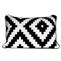 Coussin recto bicolore motifs g om triques noir blanc for Coussin tripp trapp patron