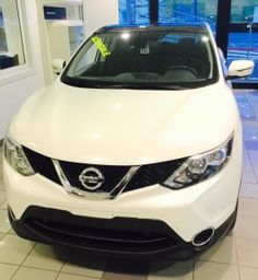 Nissan Qashqai - con soli km 700. Versione Acenta 1.5 DCI Immatricolata Maggio 2015 Colore bianco perla Tetto panoramico/connect/vetri scuri/safty pack Prezzo di listino €. 27.900 + tasse. Da noi a soli €. 23.000 + passaggio di proprietà.  d.rondi@ghinzanigroup.it 347/2925074 - 335/6468807