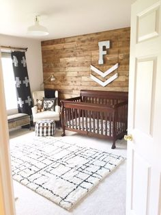 Rustic Woodland Nursery // Baby boy nursery ideas A beautiful rustic woodland nursery is featured in today's post. Come check out how this baby boy nursery room came together!