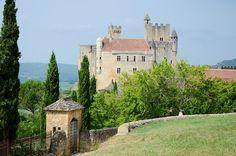 château de Beynac-et-Cazenac, Dordogne, Aquitaine Beaux Villages, Dordogne, France, Mansions, House Styles, Manor Houses, Villas, Mansion, Palaces