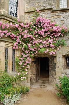 "Haddon Hall, Derbyshire - In form a medieval manor house, it has been described as ""the most complete and most interesting house of its period."" The origins of the hall date to. Garden Cottage, Garden Living, Climbing Roses, Dream Garden, Belle Photo, Architecture, Beautiful Gardens, Countryside, Entrance"