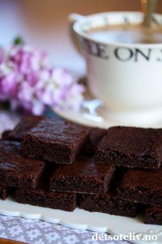 Brownies ekspress (uten nøtter) Food For Thought, Brownies, Sweets, Baking, Desserts, Sweet Pastries, Bread Making, Gummi Candy, Patisserie