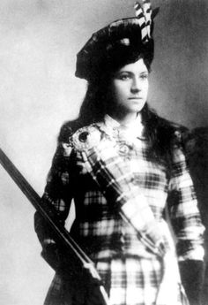 +~+~ Antique Photograph ~+~+  Annie Oakley( aka Phoebe Anne Oakley Moses) in Scotland, circa 1890s