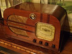 Air Castle vintage tube radio with tuneing eye