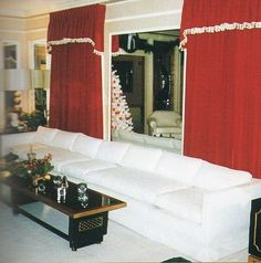 Graceland ~ Family and guests would sit in the living room singing Christmas carols. Elvis would be singing while playing the piano.