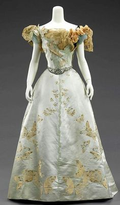 Victorian Ball Gown, House of Worth, Jean-Philippe Worth, ca. Brooklyn Museum Costume Collection at The Metropolitan Museum of Art. House Of Worth, Vintage Outfits, Vintage Gowns, Vintage Mode, Vintage Clothing, Vintage Hats, 1890s Fashion, Edwardian Fashion, Vintage Fashion